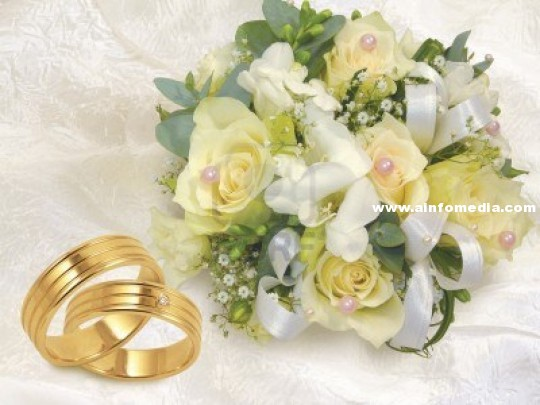 9141808-wedding-bouquet-with-gold-wedding-rings-on-white-background