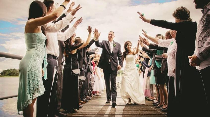 婚禮怎麼穿?女孩穿搭禁忌、NG穿搭要注意,5個訣竅讓妳穿出好人緣