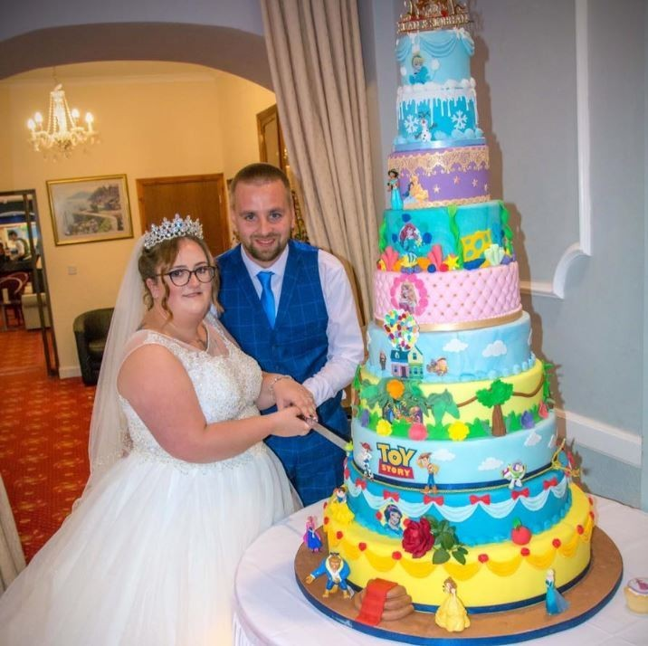 「迪士尼狂粉」夫妻辦主題婚禮 10層經典動畫蛋糕超夢幻