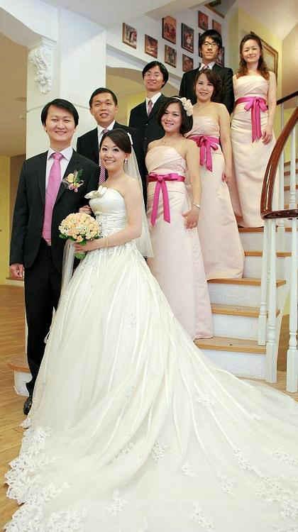 結婚當天伴娘穿什麼衣服比較好