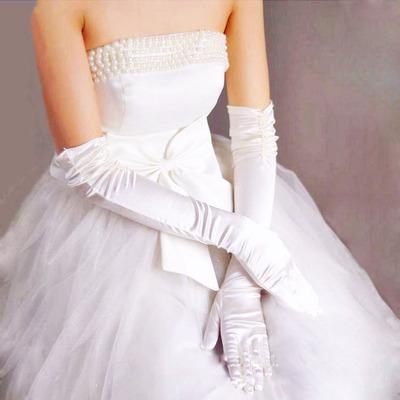 新娘為什麼佩戴白色綢緞手套呢?婚禮上手套的意義?